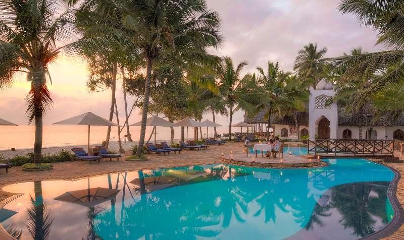 Почивка Bluebay Beach Resort & Spa 5* - Екзотично сафари в Танзания и  незабравима почивка на  остров Занзибар с чартърен полет от София  Дати: 02.04.2021 – 11.04.2021, 10 дни/ 7 нощувки  Посещение на два от най-големите сафари паркове в  танзания –  нгоронгоро и тарангире , включени 2  сафарита в двата парка  Включена обиколка на стоун таун с родната къща на  фреди меркюри  Хотели с топ локация в стоун таун и плажната част на  острова  Богат набор от допълнителни екскурзии  Водач от туроператора по време на пътуването