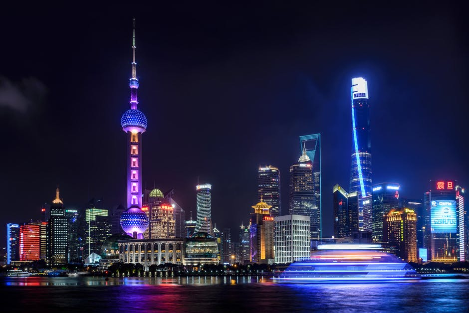 """Екскурзия Екскурзия до Китай-от космополитен Шанхай до вековната история на Пекин  - Неслучайно Китай от местен език  се превежда като  'Страната в центъра на света"""". Без съмнение и в наши  дни преводът обрисува съвсем точно най - многолюдната  държава в света, с една от най-древните цивилизации и  водеща световна икономическа сила. Каним ви да се  потопите в тайните на тази уникална държава, която  съчетава в себе си хилядолетна история, грандиозни  архитектурни творения от стари времена (като Великата  китайска стена, Теракотената армия), световни  изобретения на човешкия гений (като барута, компаса и  лунния календар), древни религии и медицина,  грандиозни ултрамодерни сгради и нечуван технотронен  бум."""