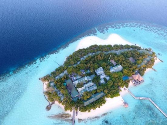 Почивка в Eriyadu Island Resort 4*